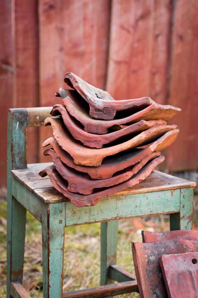Handslagna tegelpannor från 4 århundraden